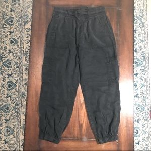 American Eagle black cargo soft joggers lyocell S